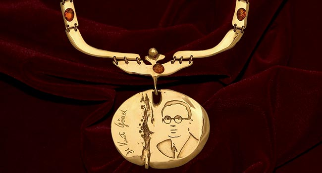 The chain of the Dean shows Kurt Gödel, a famous mathematician, logician and philosopher