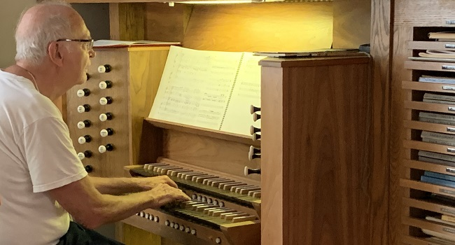 Donald Knuth plays organ at his home in Palo Alto. Photo by Petr Sojka